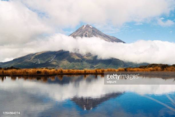reflection of mount taranaki egmont in natural lake - north island new zealand stock pictures, royalty-free photos & images