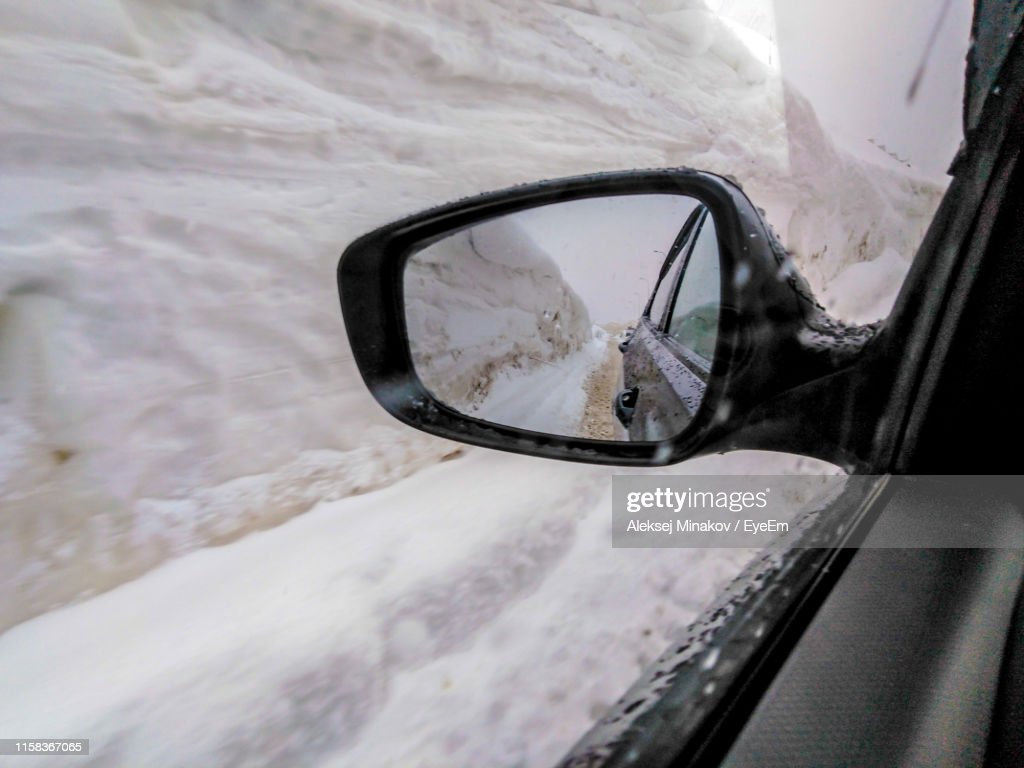 Reflection Of Mountain Seen In Side-View Mirror During Winter : Foto de stock