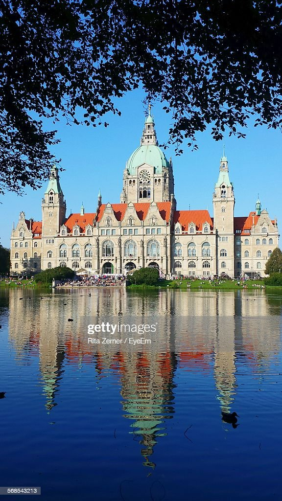 Reflection Of New Town Hall On Lake Against Clear Blue Sky : Foto de stock