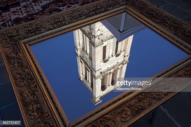 reflection of the cathedral's belfry in ferrara - massimo pizzotti foto e immagini stock