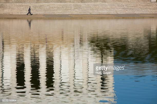 reflection of the lincoln memorial - reflecting pool stock pictures, royalty-free photos & images