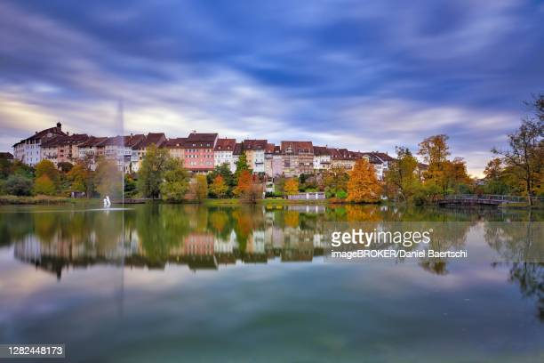 reflection of the old town of wil in the pond of the municipal park, thunderclouds at the blue hour, canton st. gallen, switzerland - distrito histórico fotografías e imágenes de stock