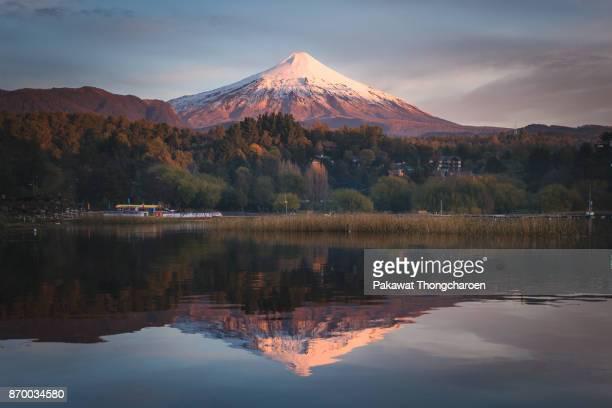 reflection of villarrica volcano at sunset, pucon, chile - pucon fotografías e imágenes de stock