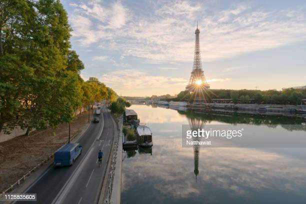 reflection view of eiffel tower and river seine in morning light - river seine stock pictures, royalty-free photos & images