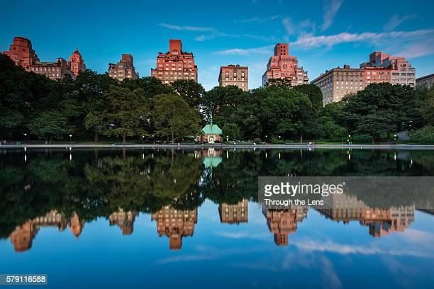 reflections at central park - アッパーイーストサイドマンハッタン ストックフォトと画像