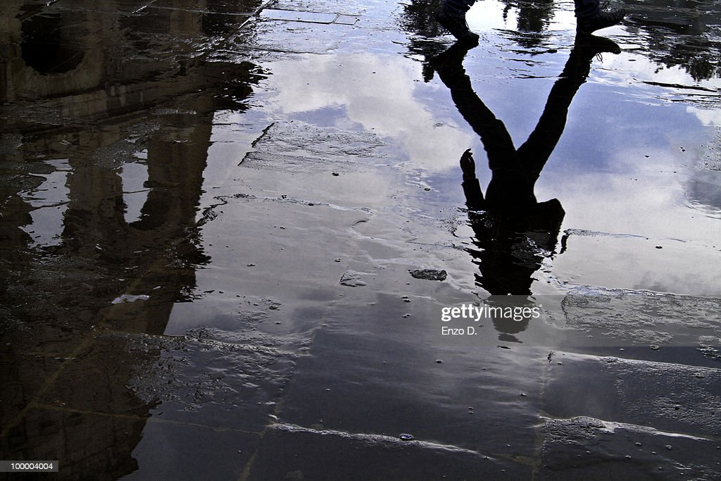 Reflections near the Coliseum : Foto de stock