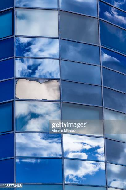 reflections of clouds in skyscrapers - futurista ストックフォトと画像