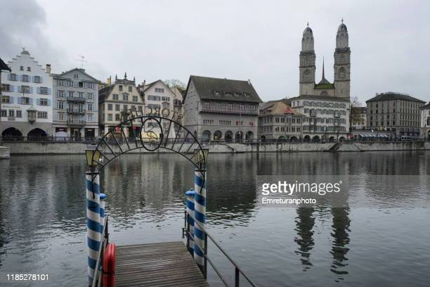 reflections of old town on limmat river,zurich. - emreturanphoto fotografías e imágenes de stock
