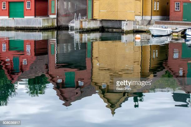 reflections - フィンノイ ストックフォトと画像