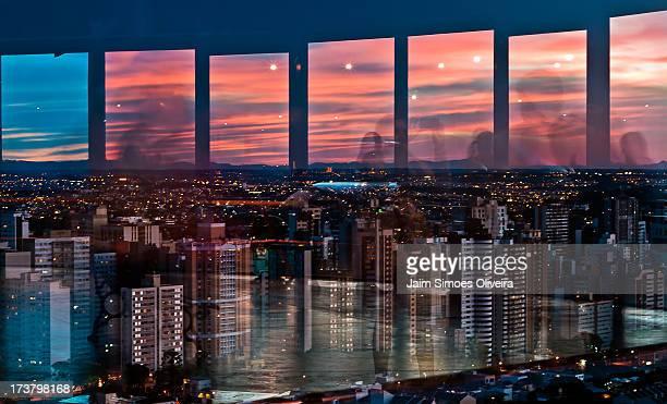 reflexos da cidade de curitiba - curitiba stock pictures, royalty-free photos & images
