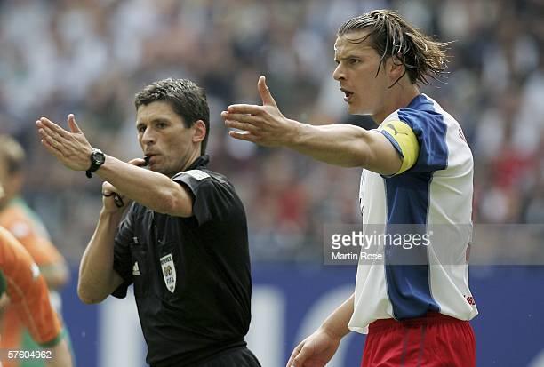 Refree Markus Merk and Daniel van Buyten of Hamburg gestures during the Bundesliga match between Hamburg SV and Werder Bremen at the AOL Arena on May...