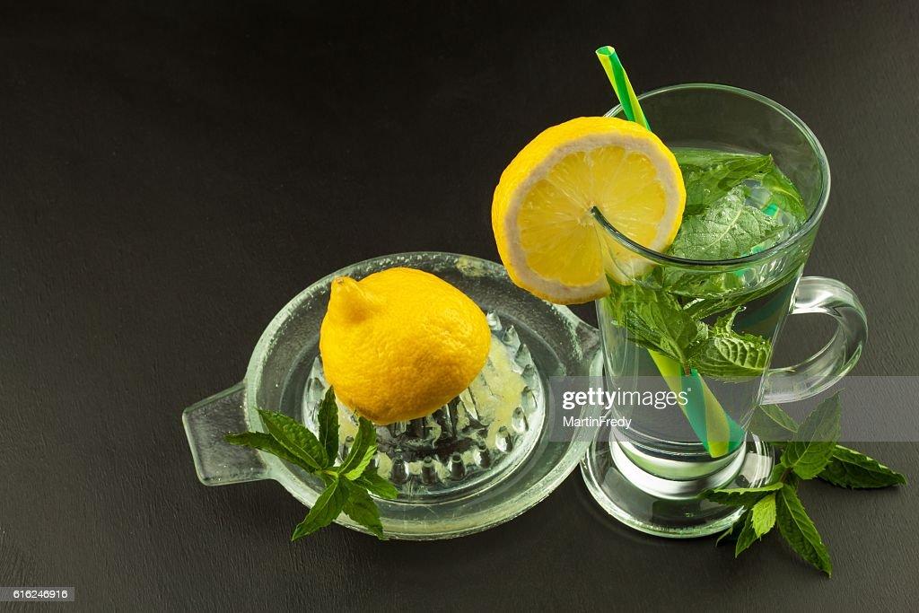 Refreshing mint and lemon. Homemade lemonade : Foto de stock