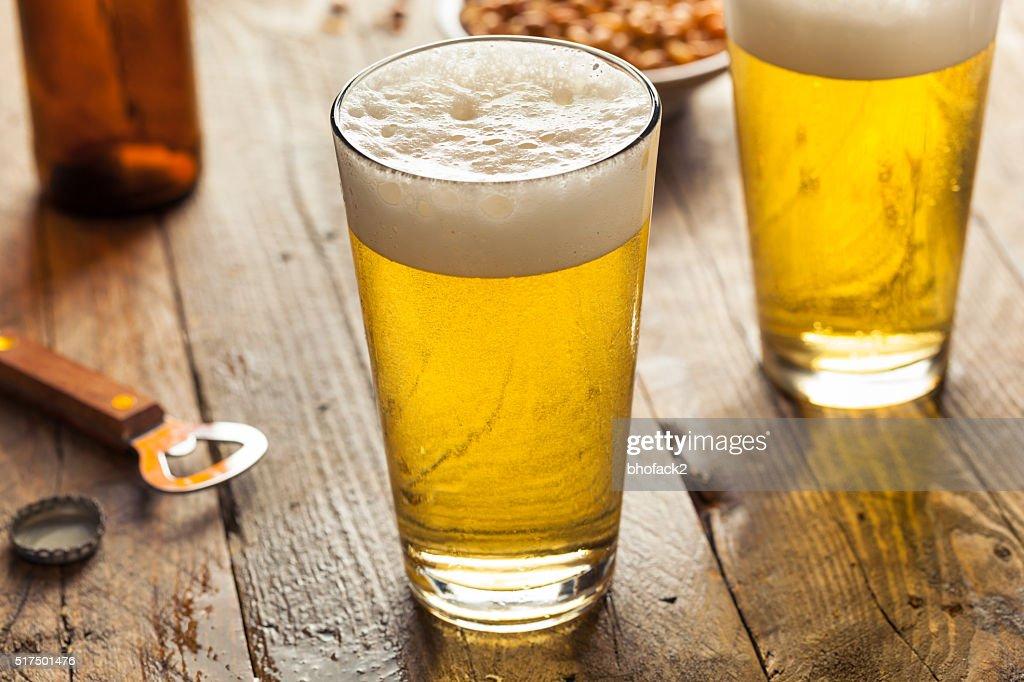 爽やかな夏のビール 1 パイント : ストックフォト