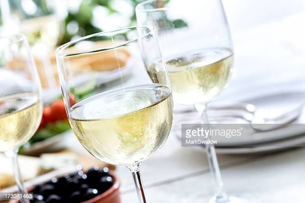 refreshing white wine - white wine stock pictures, royalty-free photos & images
