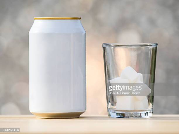 Refreshment beverage can and glass jar with equivalent sugar cubes