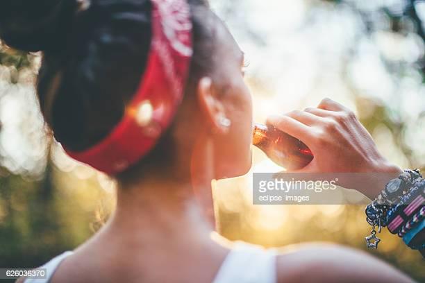 refreshment! - linda pop fotografías e imágenes de stock