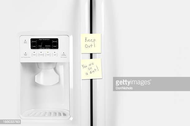 Refrigerator with Diet Reminder