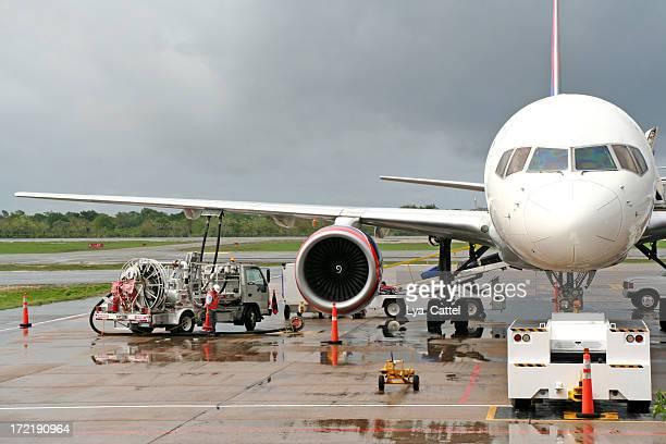 A repostar un avión en el aeropuerto # 1
