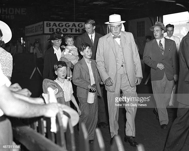 Refugee children from England at pier met a banker or rather the banker met them In case you don't recognize the banker he is J P Morgan He met the...