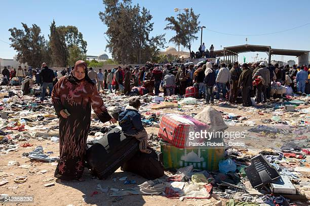 A refugee crisis is looming on the LibyanTunisian border as thousands desesperate foreign workers try to escape Libya