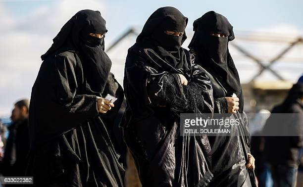 Refugee women who fled the Iraqi city of Mosul due to the fighting between government forces and Islamic State group jihadists walk at the UNrun...