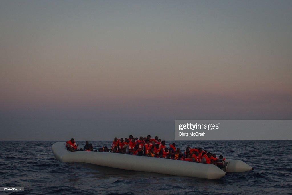 MOAS Search For Migrants On The Mediterranean : Foto di attualità