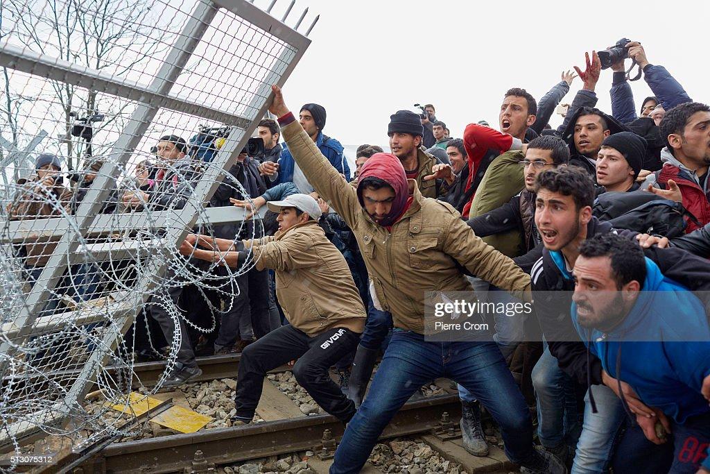 Migrants Protest At Border As Greek Bottleneck Worsens : News Photo
