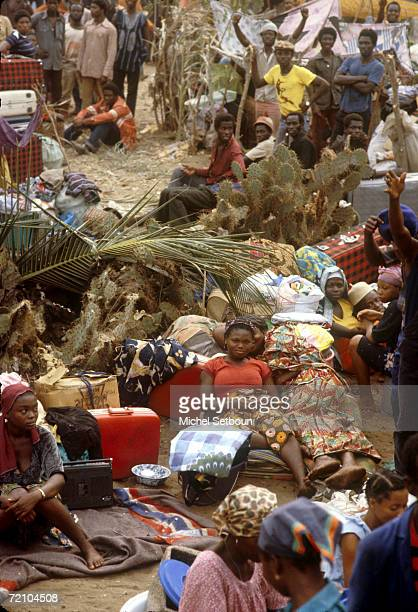 Refugees leaving Nigeria wait at the boarder to enter Benin