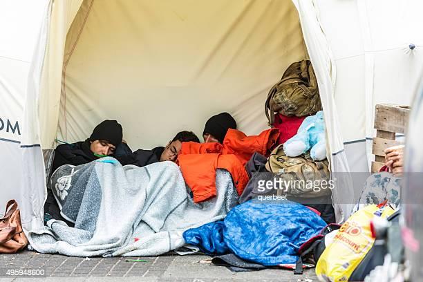 Les réfugiés dormir dans une tente