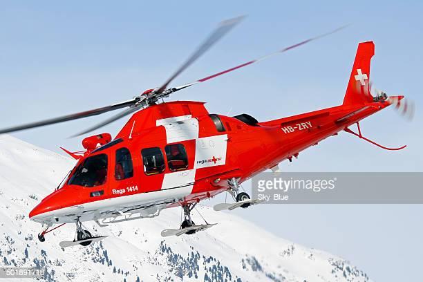 ヘリコプター救助 rega スイスの山々の - スイス文化 ストックフォトと画像