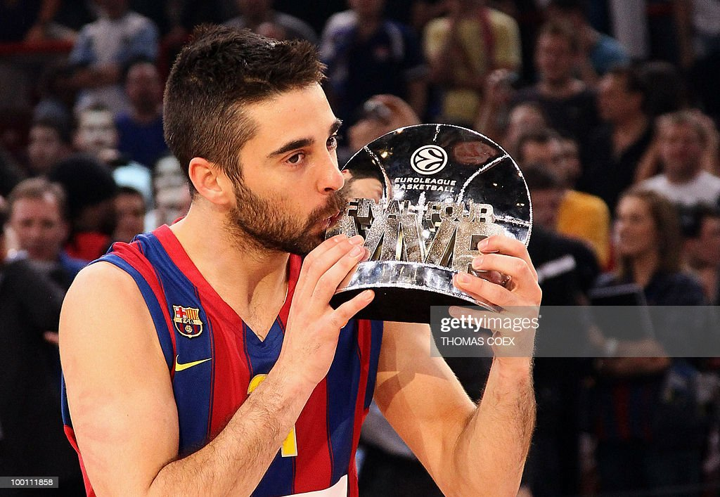 Regal Barcelona's Juan Carlos Navarro kisses the trophy of the best player of the tournament at the end of the Euroleague basketball final match Regal Barcelona vs. Olympiacos in Paris-Bercy omnisport stadium in Paris on May 9, 2010. Barcelona won the match 86-68.