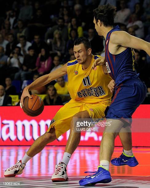 Regal FC Barcelona's Slovenian center Erazem Lorbek vies with Asseco Prokom's Donatas Motiejunas during the Euroleague Basketball match Regal FCB...