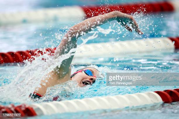 Regan Smith competes in the Women's 200 Meter Freestyle heats on Day Two of the TYR Pro Swim Series at San Antonio on on January 15, 2021 in San...