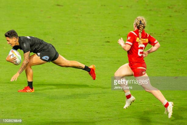 Regan Ware of New Zealand breaks away to score a try during the 2020 Sydney Sevens final match between New Zealand and Canada at Bankwest Stadium on...