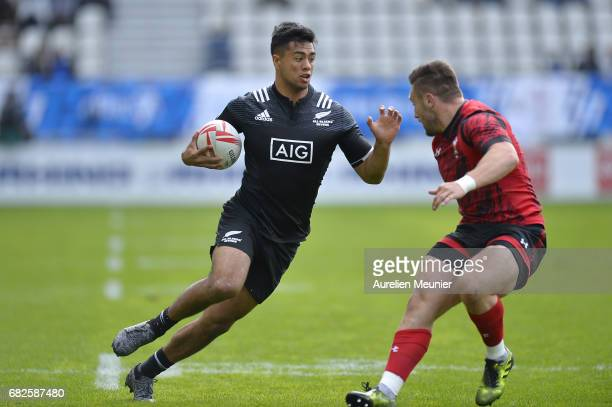 Regan Ware of New Zealand runs with ball during the HSBC rugby sevens match between New Zealand and Wales on May 13 2017 in Paris France