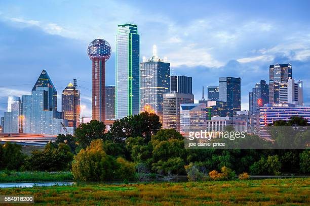 regency tower, bank of america building, dallas skyline, dallas, texas, america - texas photos et images de collection