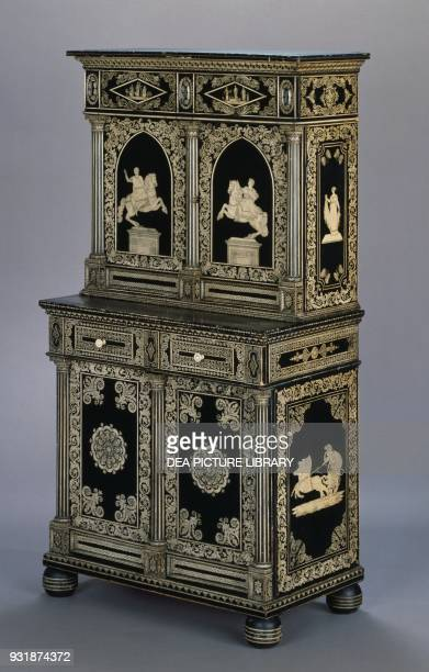 Regency-style cabinet with penwork decoration depicting scenes of the Iliad, 1815. United Kingdom, 19th century.