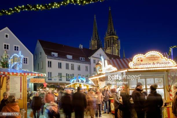 クリスマス、neupfarrplatz - ドイツのレーゲンスブルク - レーゲンスブルク ストックフォトと画像
