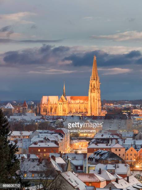 regensburg - dämmerung stock pictures, royalty-free photos & images