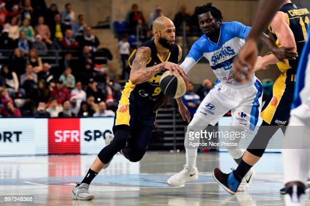 Reggie Arnold of Hyeres Toulon and Max Kouguere of Antibes during the Pro A match between Antibes and Hyeres Toulon on December 22 2017 in Antibes...