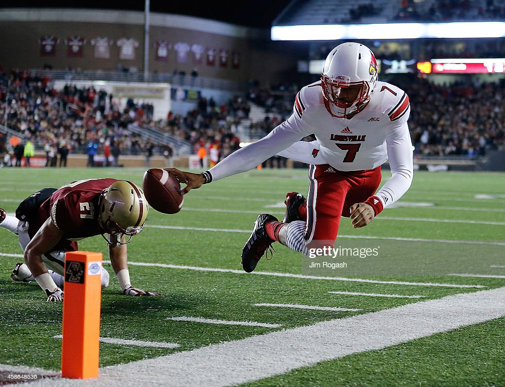 Reggie Bonnafon #7 of the Louisville Cardinals comes up short as Justin Simmons #27 of the Boston College Eagles defends in the second quarter at Alumni Stadium on November 8, 2014 in Chestnut Hill, Massachusetts.