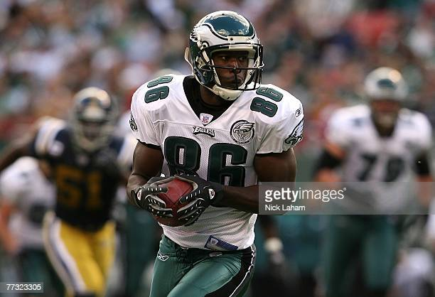 Reggie Brown of the Philadelphia Eagles runs the ball against the New York Jets at Giants Stadium on October 14, 2007 in East Rutherford, New Jersey.