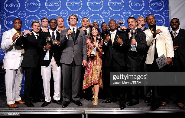 Reggie Bush Drew Brees and head coach Sean Payton pose along with members of the New Orleans Saints after winning the ESPY for Best Team during the...
