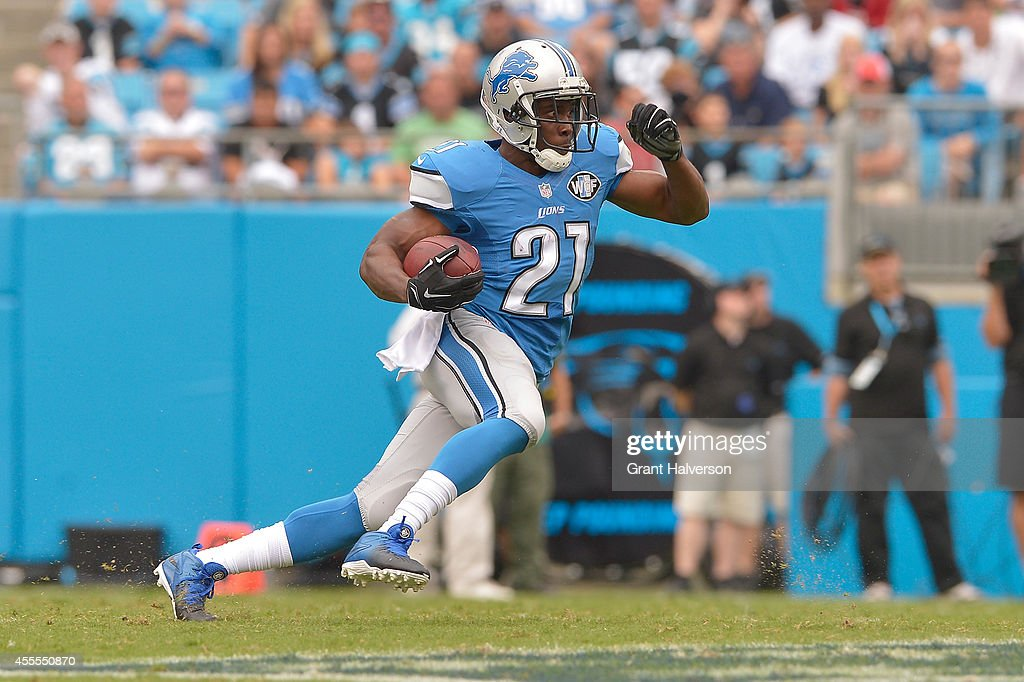 Reggie Bush #21 of the Detroit Lions runs against the Carolina Panthers during their game at Bank of America Stadium on September 14, 2014 in Charlotte, North Carolina. The Panthers won 24-7.