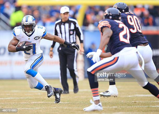 Reggie Bush of the Detroit Lions runs the ball as Ryan Mundy of the Chicago Bears and Jeremiah Ratliff of the Chicago Bears defend during the first...