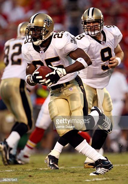 Reggie Bush of the New Orleans Saints runs a reverse after receiving a handoff from quarterback Drew Brees during the 1st quarter of the preseason...