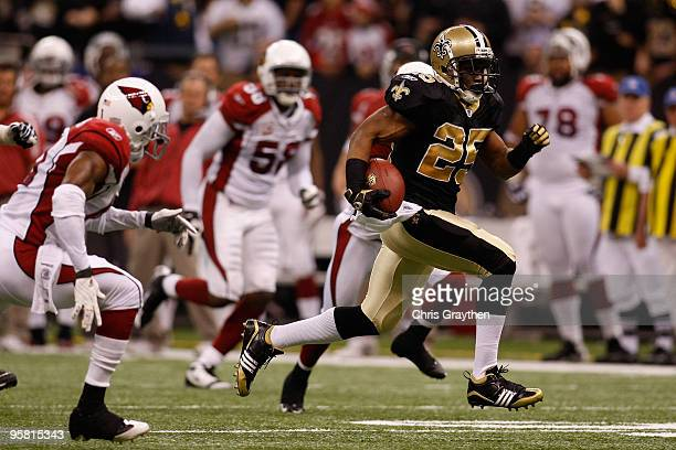 Reggie Bush of the New Orleans Saints runs for a 46-yard touchdown in the first quarter against the Arizona Cardinals during the NFC Divisional...