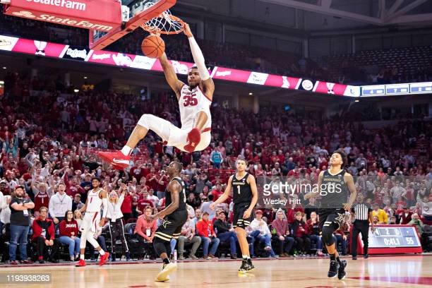 Reggie Chaney of the Arkansas Razorbacks dunks the ball in the second half of a game against the Vanderbilt Commodores at Bud Walton Arena on January...
