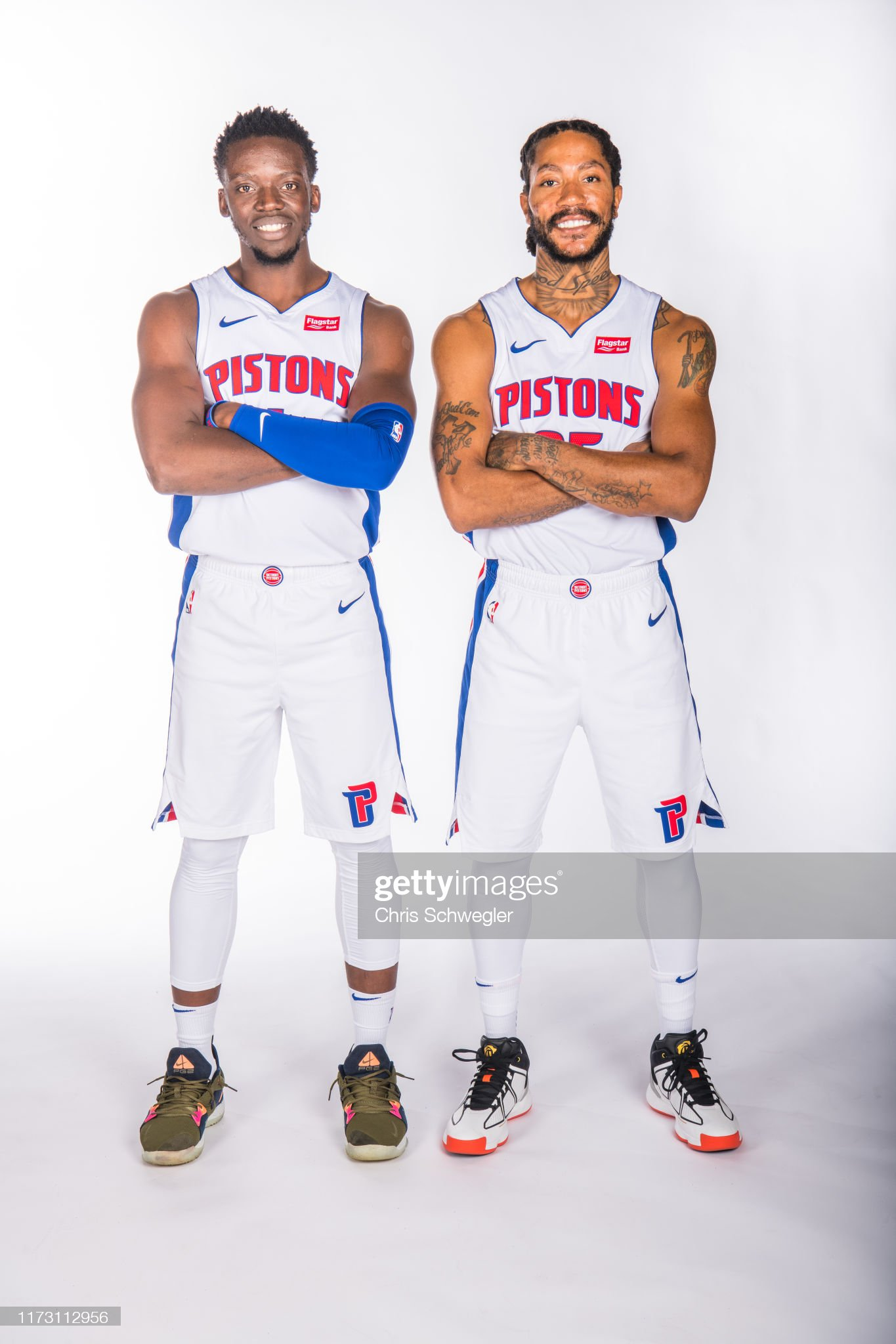 ¿Cuánto mide Derrick Rose? - Altura - Real height Reggie-jackson-and-derrick-rose-of-the-detroit-pistons-poses-for-a-picture-id1173112956?s=2048x2048