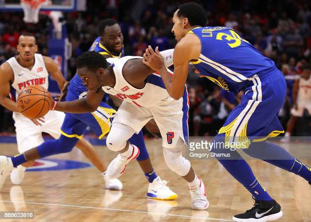 Reggie Jackson of the Detroit Pistons drives between Shaun Livingston and Draymond Green of the Golden State Warriors during the second half at...
